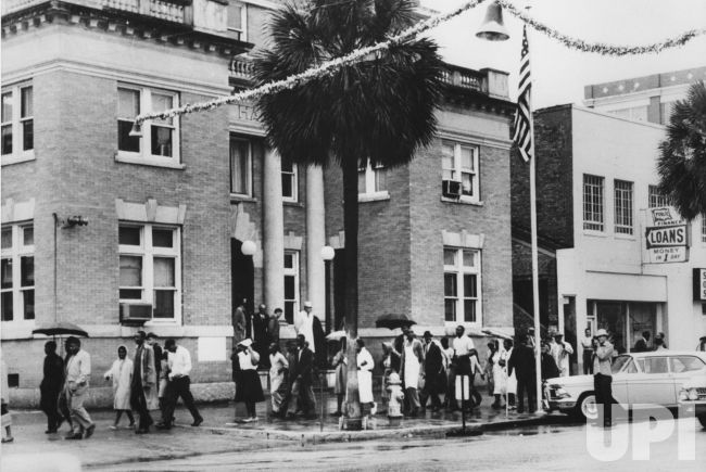Albany Georgia Blacks Protesting The Hearing Of 11 Freedom Riders Here On December 12 1961 March Around The City Hall Albany Civil Rights Places To Visit