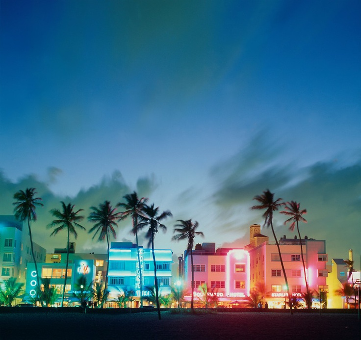 Ocean Drive, South Beach - photo by Robin Hill (Miami Beach, Florida)