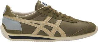 A vintage version of the CALIFORNIA -  taking its name from the birth country of jogging and one of the masterpieces of the Onitsuka Tiger collection worn during the jogging boom of the 1980s. A unique feature of the shoe is its reflector fitted onto the heel.