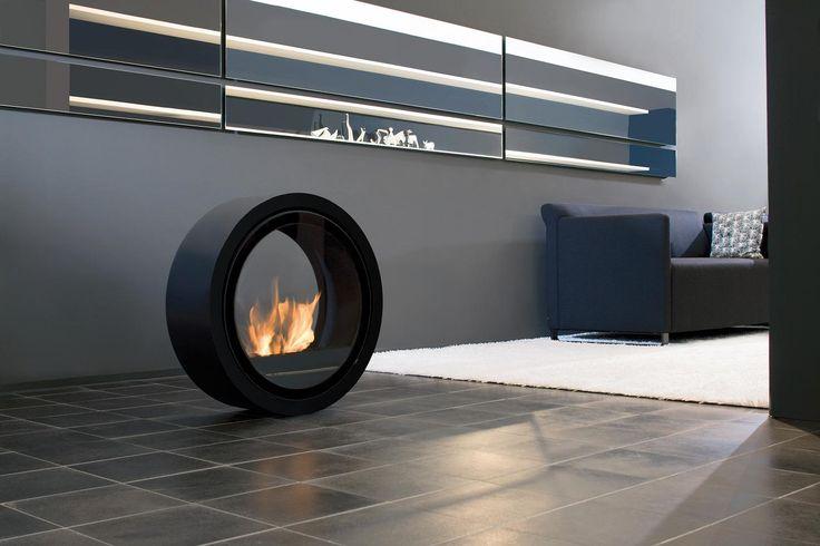 Nowoczesny biokominek Roll Fire w kształcie koła i z możliwością toczenia nawet kiedy pozostaje zapalony.