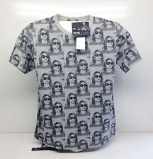 Kurt Cobain Graphic Print Grey T Shirt by UT Music Icons.  Brand New With Tags.  Size L  Reference Sizes with shirt laid flat.  Across the Shoulder = 16-1/2 inches (42cm) Base of the Collar to the Hem = 26-1/2 inches (67cm). Armpit to Armpit = 20 inches (51cm).