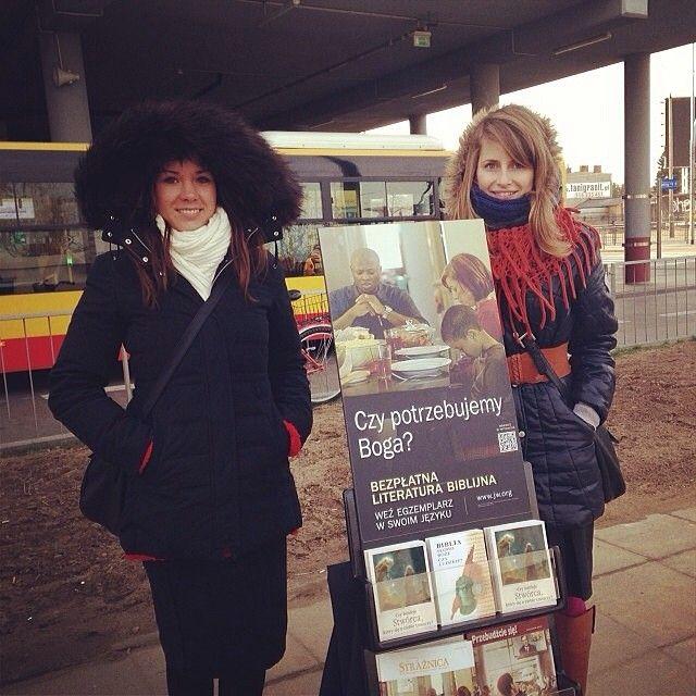 Poland - Public witnessing literature cart. Photo shared on Webstagram by @taamii93 #literature_cart http://clnpstr.com/litcart
