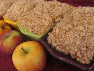 A Crafty Cook: Cinnamon Apple Bread. Have this in the oven riiighhttt nowww.
