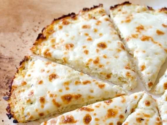 Massa de pizza feita com couve-flor. Deliciosa e sem glúten! - Veja mais em: http://www.maisequilibrio.com.br/receitas-light/massa-de-pizza-sem-gluten-1-1-7-2406.html?pinterest-mat