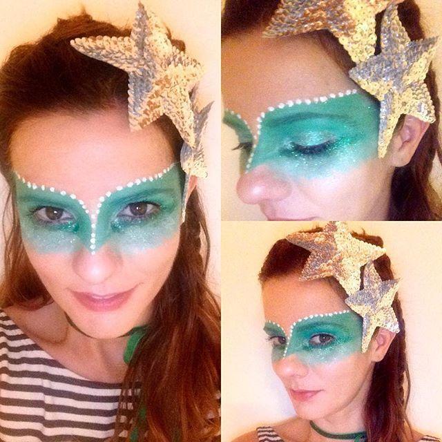 Para o charmoso Amantes de Glória ,um degradê com sombra cremosa  em tons de verde e mix de gliter  #amantesdegloria #carnavalrecifeolinda #carnaval2016 #kryolan #makeupartist #makeuprecife
