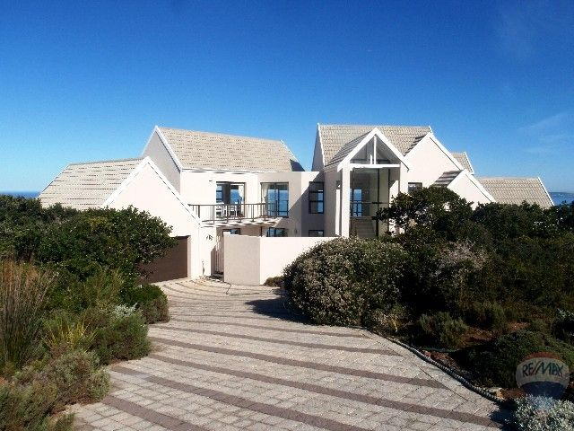 3 bedroom  House For Sale in Mossel Bay with gas stove, electric oven, granite kitchen counter tops, 3 Bedrooms, 3 Bathrooms, 2 Garages, 1 Lounge, 3 Mes, 1 Dining Room. House for sale in Nautilus Bay, Mossel Bay, Garden Route! Lovely home with beautiful sea-views.