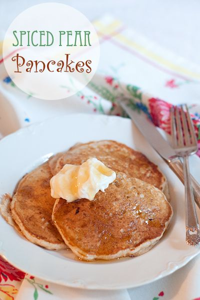 Spiced Pear Pancakes from @NevrEnoughThyme http://www.lanascooking.com/2014/08/05/spiced-pear-pancakes/ #breakfast #pancakes #pears