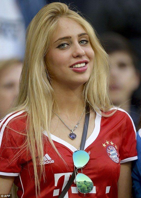 Nie wiem czy byłbym w stanie obejrzeć spokojnie mecz przy takiej dziewczynie • Oto piękna fanka Bayernu Monachium • Zobacz więcej #bayern #bayernmunich #football #soccer #sports #pilkanozna #futbol