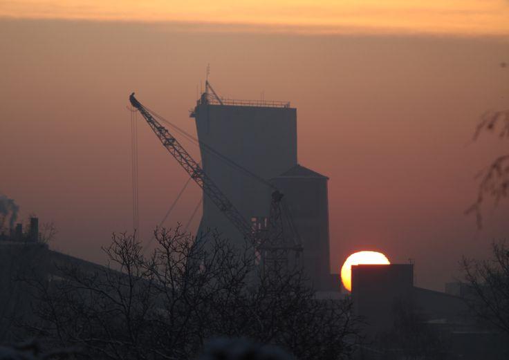 """Wschód słońca nad Kopalnią """"Marcel"""" (foto: Remigiusz Śmietana)"""