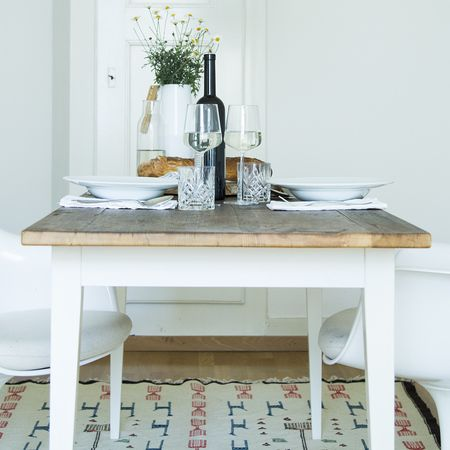 Table with vintage wood by Stilelemente #table #teteatete #vintagewood #classic #mooris.ch