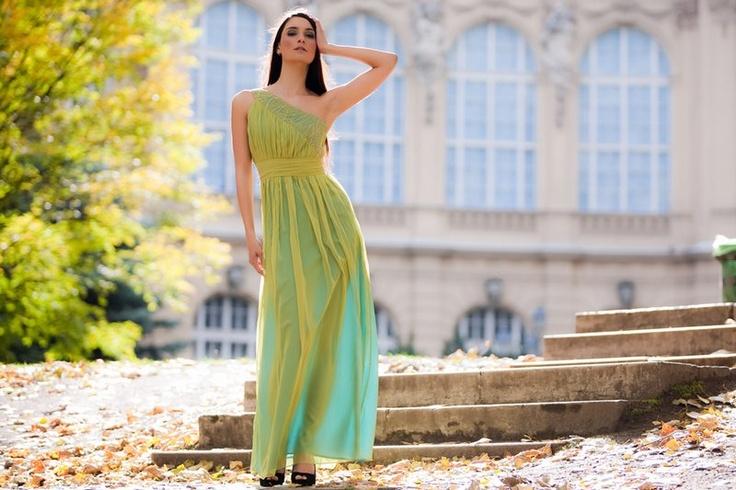 Just an applegreen dress.