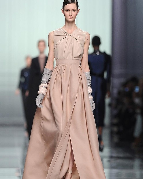 Look at the long leather gloves!   Christian Dior. Fall 2012.