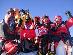 Everest Dağı  - 2006 yılında zirve yapan Serhan Poçan liderliğindeki Türk ekibi
