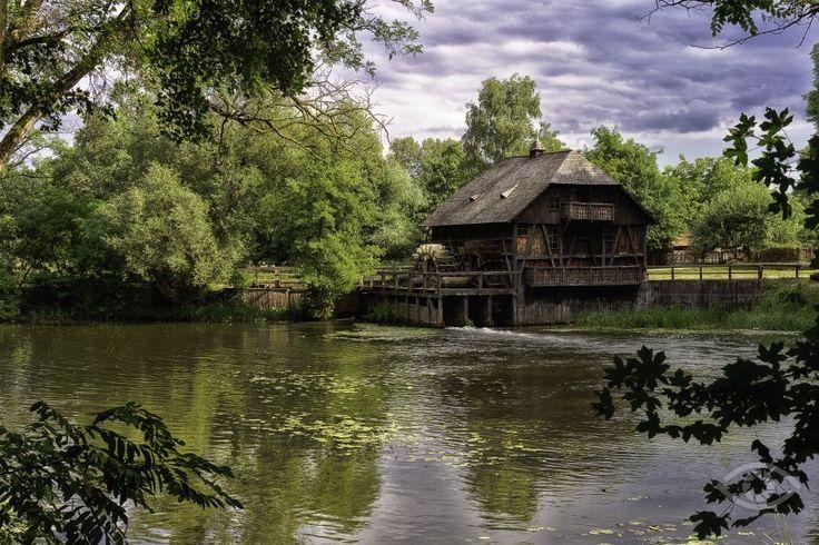 Túristvándi büszkesége az ipartörténeti szempontból egyedülálló vízimalom. Már 1315-ben a Kende-féle levéltári anyagok is megemlítik létezését Istvándiban.