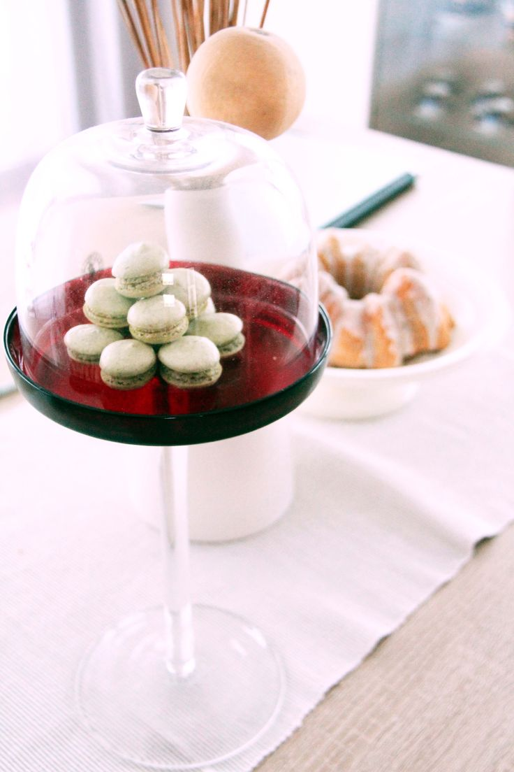 green tea macarons and snowy bundt cake /   artepmalash.blog.com