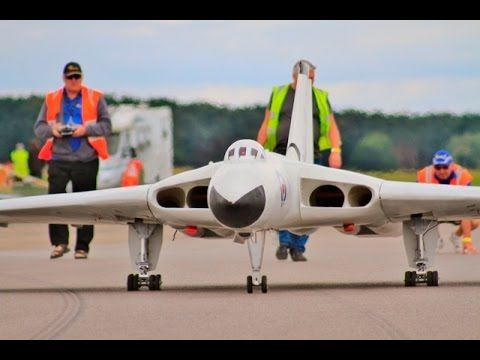AWESOME RC LANDINGS - LMA LEVIATHANS LIGHTNING, VULCAN, VICTOR & VC10 - ...