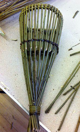 tartószál toldás Completed D shaped wall basket [Photo: C Revera]