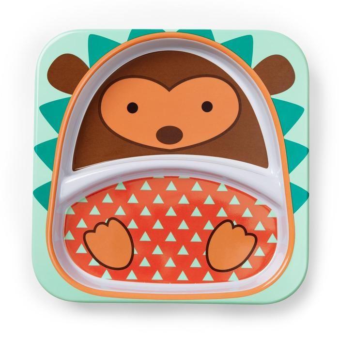 Posiłek z naczyniami Zoo czas zacząć! Twój maluch będzie zachwycony mając swój własny talerz, miskę i kubek z postacią ulubionego zwierzątka. Żywe kolory i zabawne postacie czynią posiłek przyjemnością. Naczynia wykonane są z wysokiej jakości melaminy i można je myć w zmywarce. Duża kolekcja daje możliwość przygotowania dowolnej konfiguracji na stole. Piękne dla malucha <3