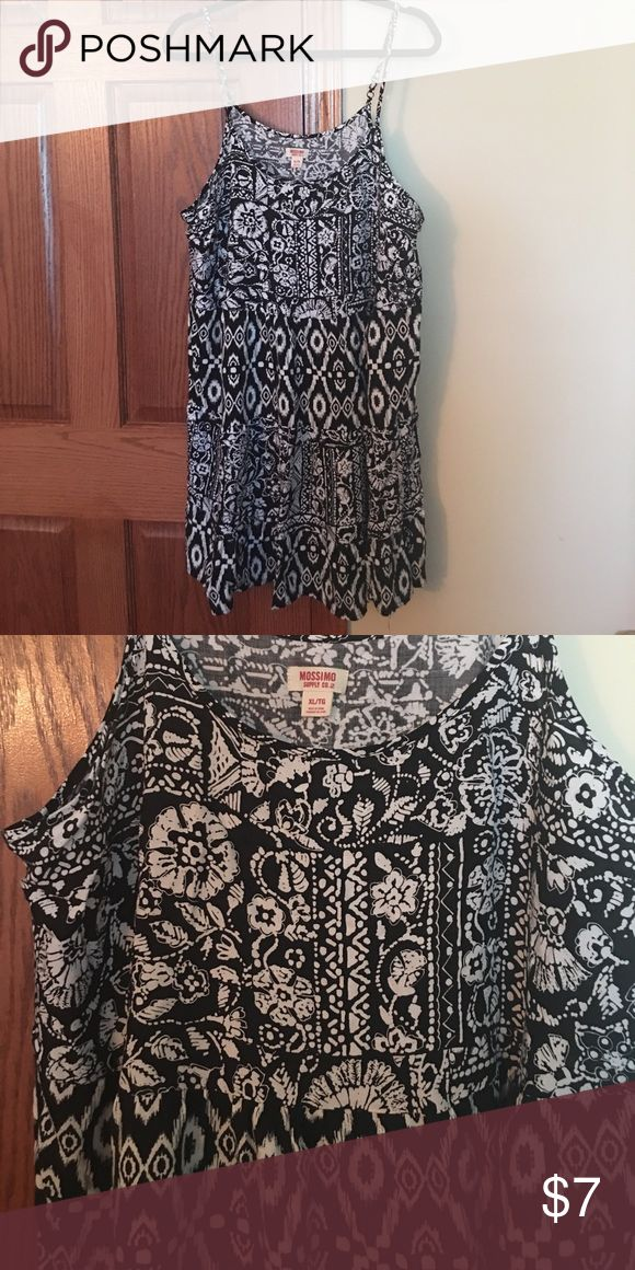 Cute summery festival dress - XL Like new! Nice black and white patterned dress for summer days. Adjustable straps. Mossimo Supply Co. Dresses