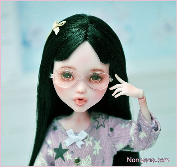 OOAK Monster high special : Winter Kawaii ver. by Nomyens. I like her glasses!!! And the bow.