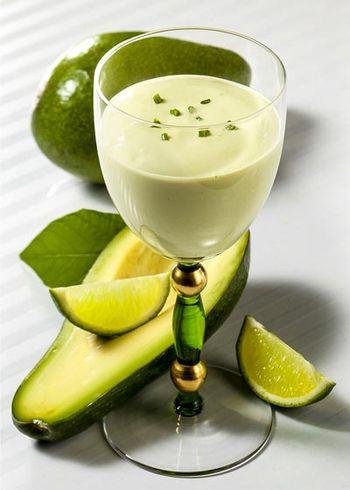 Buttermilch-Shake mit Avocado