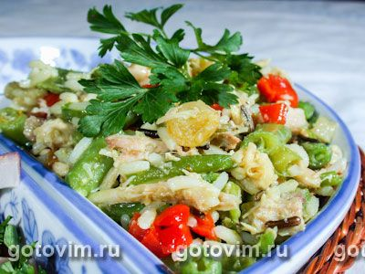 Куриный салат с рисом и карри. Фотография рецепта