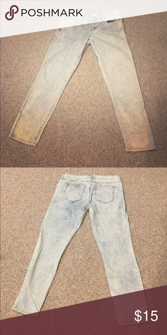 """Whitewash skinny jeans GAP """"always skinny"""" jeans, whitewash. Size 29. Condition like-new. No shedding pets, non smoking household. All listings negotiable, within reason. PRICED TO SELL! IN PERFECT CONDITION! GAP Jeans Skinny"""