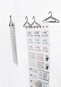 Gizmine - PhotoHanger Use these adorable mini hangers to hang photos or notes.