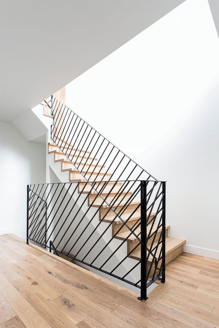 Garde-corps acier noir barreaudage incliné - Taktik Design - 555 triplex unifamiliale / Montreal / stairs