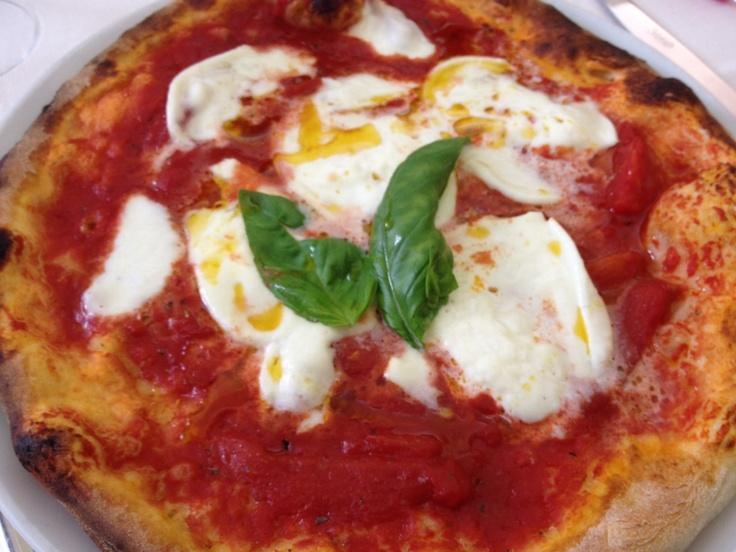 #Pizza #bufala #bufalina #Italy #pomodori