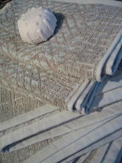 Utrolig flott kvalitet levert av Leitner Linen. Leverer gardinstoffer, sengetøy, duker og spisebrikker. Kan sees hos Draperiet på Høvik i Bærum. Linen towels by Leitner. Available at Fino Lino