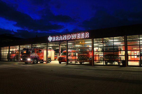 De brandweer komt steeds vaker te laat bij spoedgevallen. Het gebeurt zelfs dat een eenheid vanwege personeelstekort helemaal niet kan uitrukken en de brandweer van een andere kazerne moet opdraven. Dat melden brandweervertegenwoordigers in De Telegraaf.