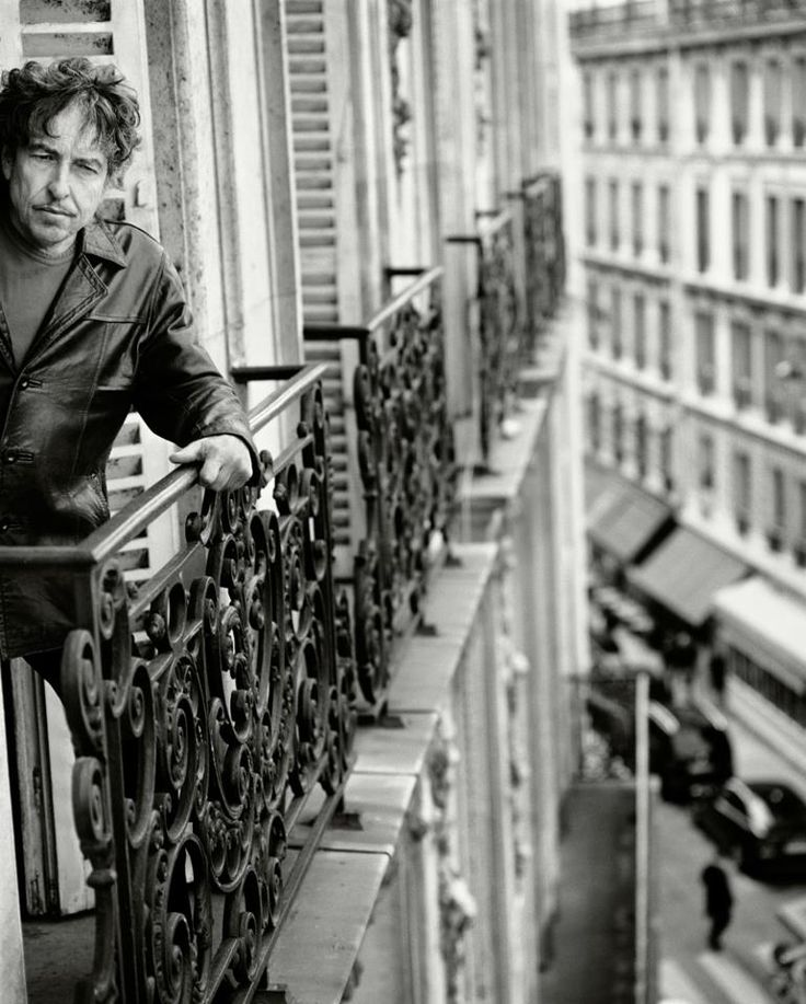 Bob Dylan  Unknown photographer - uncredited .. needs to be...  anyone know?  anyone know details of the photograph?  *Yes the photographer is Sam Jones. Wendon Swift