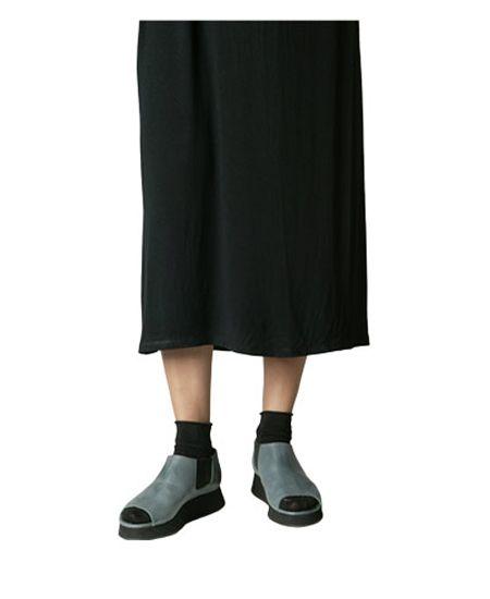 Deux Souliers / ドゥ・スーリエのEven Semi Wedge #2 オープントゥ・サイドゴア・セミウェッジシューズ (ネイビーグレー) #DeuxSouliers #ドゥスーリエ #スペイン #spain #ブーツ #ブーティー #boots #サイドゴア #サンダル #sandal #sandals #プラットフォーム #チャンキーヒール #shoes #シューズ #ブランド #インポート #スリッポン #パンプス #レザー #シューズ #靴 #靴職人 #ブーティ #ブーツ #ブラック #black #グレー #grey #drdenim #ドクターデニム #ootd #outfit #outfitoftheday #コーデ #コーディネート #commedesgarcons #コムデギャルソン #drmartens #ドクターマーチン #apc #アーペーセー #リンネル #ナチュラル #fashion #ファッション #レディース #メンズ #ootd #outfit #outfitoftheday #コーデ #コーディネート