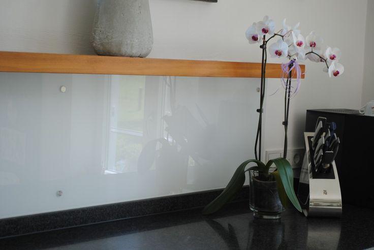 die besten 25 k che r ckwand glas ideen auf pinterest k che spritzschutz glas k chenr ckwand. Black Bedroom Furniture Sets. Home Design Ideas