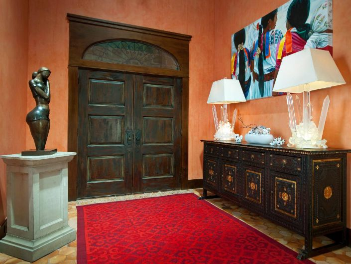 Bright color and heavy doors- perfect combination for cubism lovers.