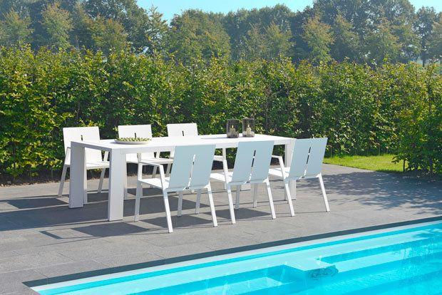 #Borek buiten #meubilair #Panama #Collectie Designer Frans van #Rens tekende voor het ontwerp van de oogstrelende #Panama collectie van Borek. Zijn sprankelende aluminium tafel en stoel zijn uiterst geraffineerd van vormgeving en zowel #stoer als elegant tegelijk Meer informatie over #tuinmeubelen : http://www.wonenwonen.nl/artikelen/9630-borek-buiten-meubilair.html?utm_source=dlvr.it&utm_medium=facebook