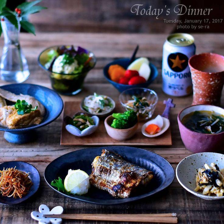 * 1/17 * + . . 大きくて分厚い太刀魚が売ってたので塩焼きに。 . 🐟太刀魚おいしーっ🙌🙌 。  後は今日作った物色々と、生野菜にポテトサラダ乗っけて  フルーツは、みかんとりんごと苺です 🍊🍓 . ・ ・ ・ #夜ごはん #夕飯 #塩焼き #太刀魚 #焼き魚 #オーガニック #有機野菜  #dinner #おうちごはん 🐟🍚