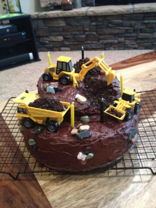 Construction Birthday! #Caterpillar #cake #constructioncake