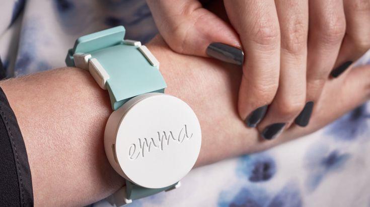 Ceasul Microsoft - un gadget eficient pentru bolnavii de Parkinson . Simptomele Parkinsonului, una dintre bolile pentru care încă nu avem leac, ar putea fi ameliorate cu ajutorul ceasului Emma Watch. https://www.gadget-review.ro/emma-watch-microsoft-eficient-pentru-tratarea-parkinson/
