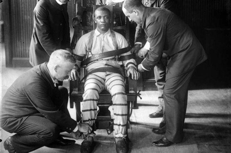 États-Unis : quand le peine de mort ne fait plus recette Un sondage de l'institut Gallup, montre que les américains et leur morale Mormone à la con sur le châtiment suprême, commence à prendre du plomb dans les ailes en ce qui concerne l'application de la peine de mort dans un pays qui se croit encore démocratique (peine de mort, Patriot Act, NSA, interventionnisme, etc). En effet le niveau des opposants à la « death penalty » est comparable au niveau le plus haut relevé en 1972,