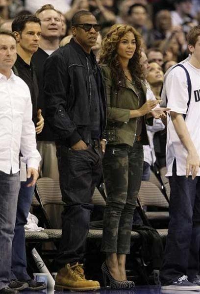 Beyonce rocking camo skinny pants