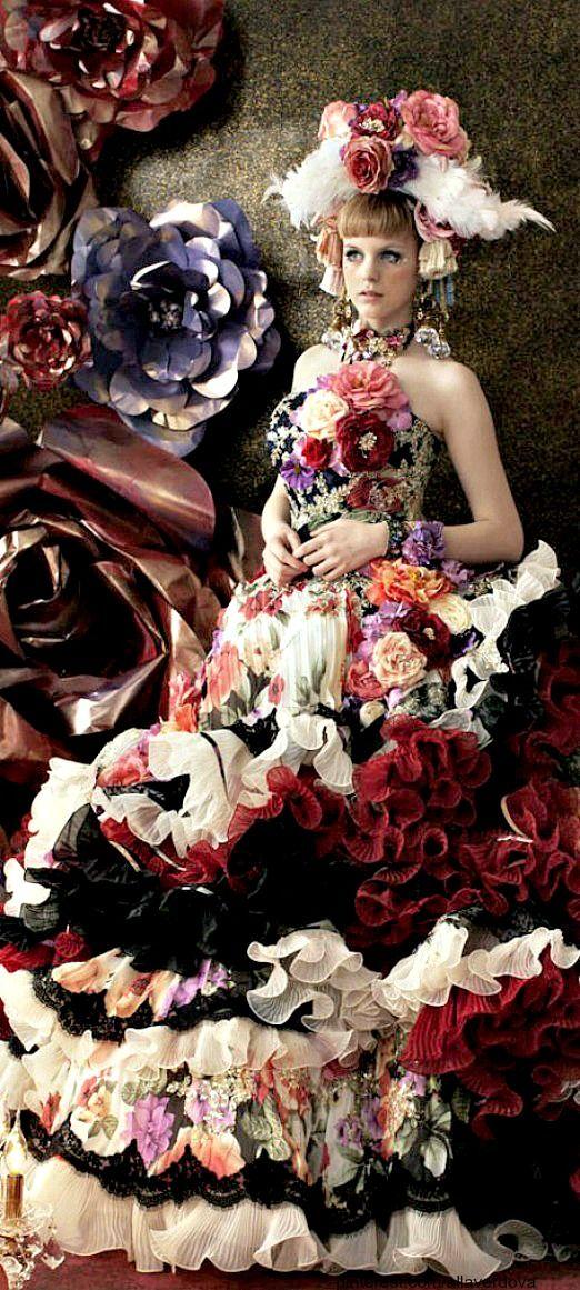 Stella de Libero wedding dresses. This designer's brain is living in another era. Beautiful
