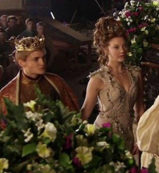 juego de tronos fans game of thrones costume designer michele clapton talks westeros fashion margaerys dress with vanity fair the purple wedding