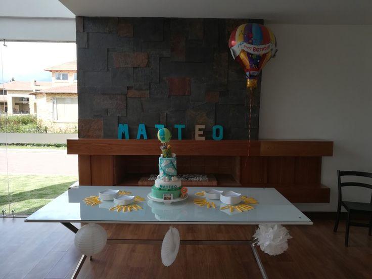 Air hot baloon cake first birthday