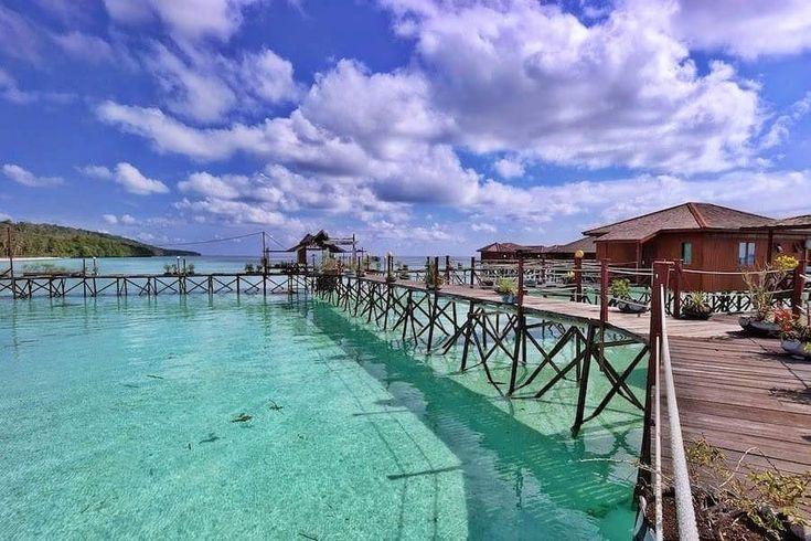 This lovely view can be experienced only in Derawan Island.  . . Next Trip Escape to Derawan (3D2N)  Maret : 23-25, 30Maret – 1April April : 6-8, 13-15, 20-22, 27-29 Mei : 4-6, 11-13, 18-20, 25-27 Juni : 1-3, 8-10, 12-14,15-17,22-24, 29 Juni – 1 Juli Juli : 6-8, 13-15, 20-22, 27-29 Agustus : 3-5,10-12, 16-18,17-19, 24-26, 31 Agustus – 2September   Price Only Rp 1,995,000/pax Meeting Point di Bandara Kalimarau Berau . For details/private trip arrangement please mail to  tuk4ng.jalan@gmail.com