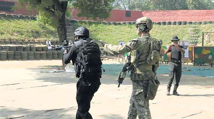 Members of the 1st SFG and India's National Counter-Terror unit the National Security Guards conduct their first joint counter-terror exerciseBalanced Iroquois [759  422]