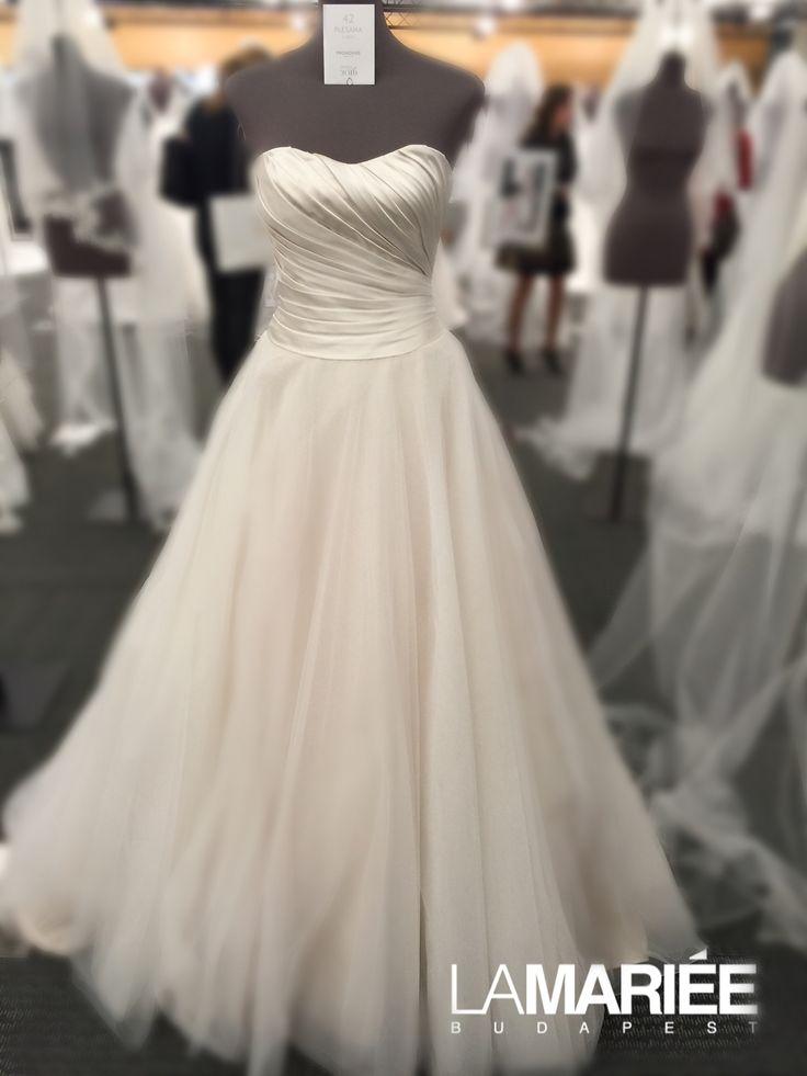 2016 Pronovias PLESANA esküvői ruha - La Mariée Budapest szalon