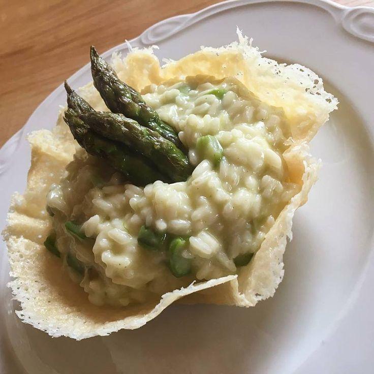 Risotto agli asparagi e spumante Per la preparazione va utilizzato uno spumante semi-dolce perché il contrasto con il sapore amarognolo degli asparagi, vi restituirà un gusto particolare che rende...