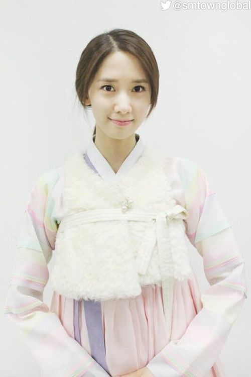 Girls' Generation #Yoona Posts a Happy New Year's Message to Fans More: http://www.kpopstarz.com/articles/71500/20131231/girls-generation-yoona-posts-a-happy-new-years-message-to-fans.htm